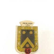 Militaria: EMBLEMA AUXILIO SOCIAL DE SOLAPA SERIE B Nº 72 VILLARÉS ESPECIAL 1 PTS. Lote 124712279