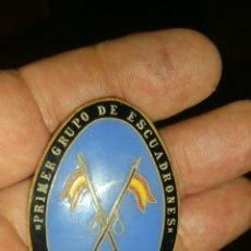 Militaria: CHAPA DE PECHO DEL PRIMER GRUPO DE ESCUADRONES. Lote 125330315