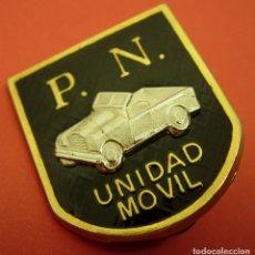 Militaria: ANTIGUA INSIGNIA, PIN DOBLE, PLACA DE PECHO, PN, P. N. POLICIA NACIONAL, UNIDAD MOVIL,VARIANTE NEGRA. Lote 125343031