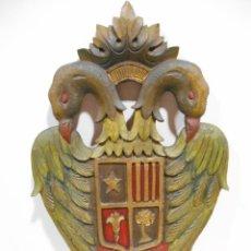 Militaria: ESPECTACULAR ESCUDO MILITAR AGUILA BICEFALA DE MADERA DE NOGAL TALLADA Y POLICROMADA. Lote 126806563
