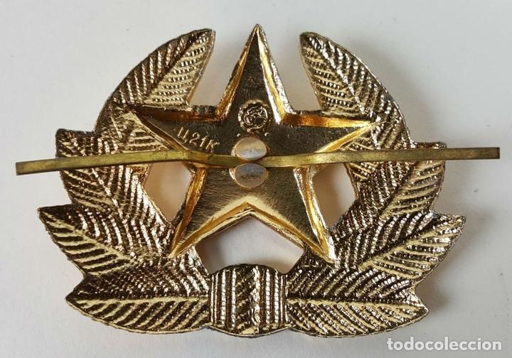Militaria: COLECCIÓN DE 140 INSIGNIAS MILITARES RUSAS PARA GORRO USHANKA. CIRCA 1950. - Foto 6 - 127200659