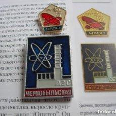 Militaria: INSIGNIAS SOVIETICAS CENTRAL CHERNOBYL ANTERIORES AL ACCIDENTE. 1977. LIBRO RUSO SOBRE EL DESASTRE.. Lote 127618279