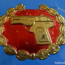 Militaria: DISTINTIVO TIRADOR SELECTO. PISTOLA. ÉPOCA DE FRANCO.. Lote 128038691