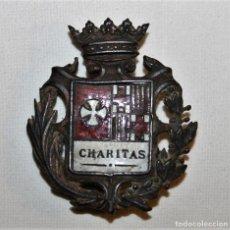 Militaria: AUTÉNTICA INSIGNIA MEDALLA EN METAL DORADO CON ESMALTE CHARITAS - SIGLO XIX - XX. Lote 128976031