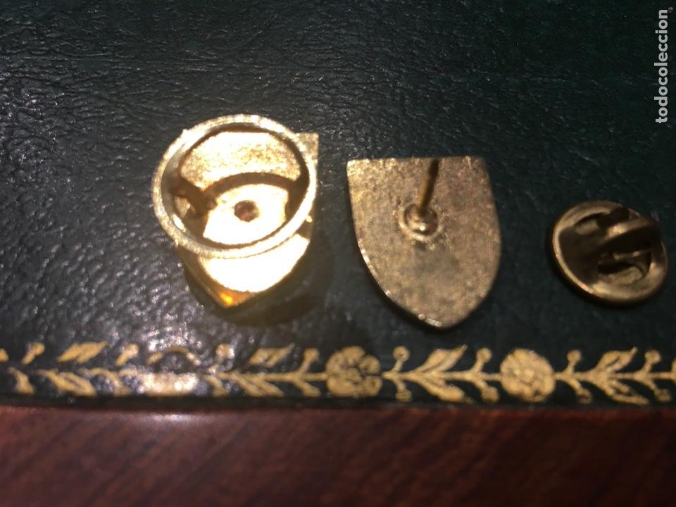 Militaria: Lote dos pin CESEDEN época Franco y Actual - Foto 2 - 129011978
