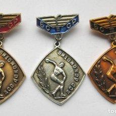 Militaria: LOTE TRES INSIGNIAS SOVIETICAS .TEMATICA-LOCOMOTIV BELARUSIA.URSS. Lote 129533543