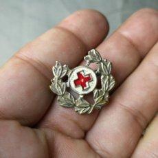 Militaria: PIN INSIGNIA SOLAPA ANTIGUO ...CRUZ ROJA- LAUREADO LAURELES...CUELLO. Lote 129586387