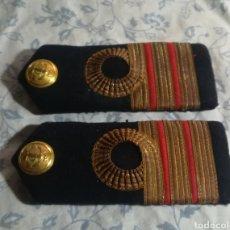 Militaria: HOMBRERAS MARINA DE SUECIA. Lote 130261930