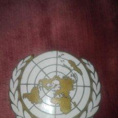 Militaria: INSIGNIA DE BRONCE ORIGINAL.ONU.AÑOS 80. Lote 131913330