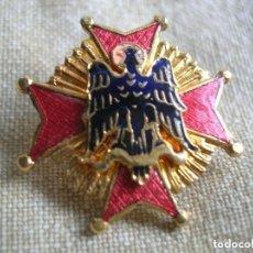 Militaria: MUY BELLA INSIGNIA DE SOLAPA O DE OJAL DE LA GRAN CRUZ DE LA ORDEN DE CISNEROS. FALANGE. MOVIMIENTO. Lote 132252378