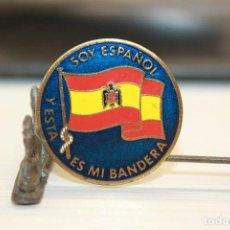 Militaria: INSIGNIA DE AGUJA, SOY ESPAÑOL Y ESTA ES MI BANDERA, 2,50 CM DE DIÁMETRO. Lote 133448458