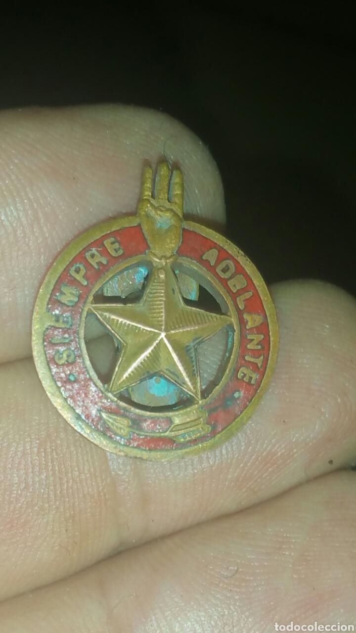 INSIGNIA DE SOLAPA ESMALTADA SIEMPRE ADELANTE BOY SCOUT (Militar - Insignias Militares Españolas y Pins)