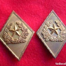 Militaria: ANTIGUA PAREJA DE ROMBOS DE ESTADO MAYOR. EPOCA DE FRANCO. GRAN RELIEVE.. Lote 135293962