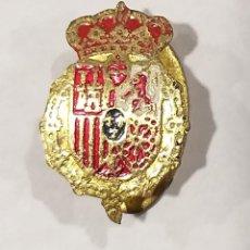 Militaria: INSIGNIA O PIN ESCUDO ESMALTADO DE JAVIER I DE BORBÓN , SIMBOLO CARLISTA. Lote 135931750