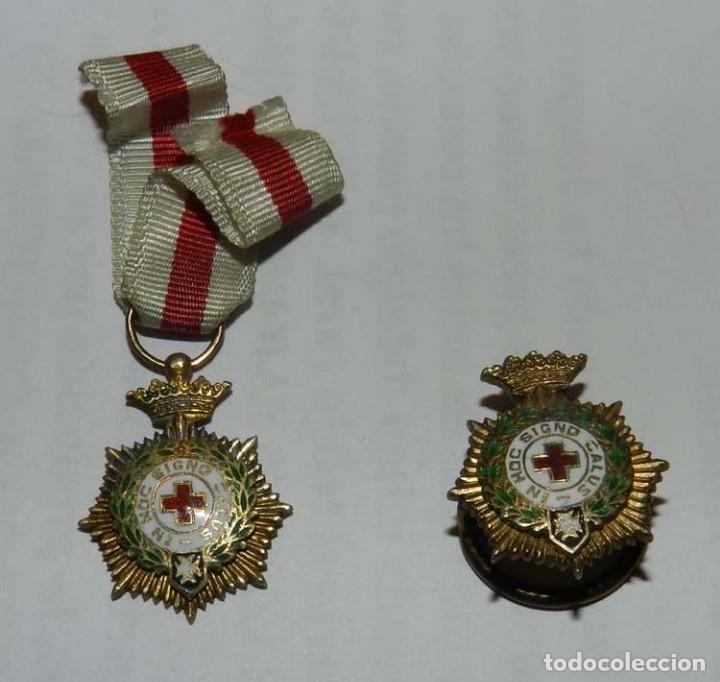 ANTIGUAS MEDALLAS MINIATURAS DE PLATA, IN HOC SIGNO SALUS CRUZ ROJA, SANIDAD, MIDEN 2 CMS. (Militar - Insignias Militares Españolas y Pins)