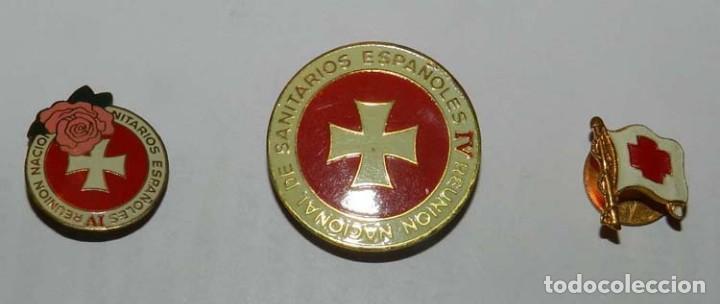 3 INSIGNIAS ESMALTADAS DE LA IV REUNION NACIONAL DE SANITARIOS ESPAÑOLES, LA MAS GRANDE DE LA FABRIC (Militar - Insignias Militares Españolas y Pins)