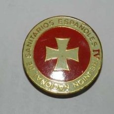 Militaria: 3 INSIGNIAS ESMALTADAS DE LA IV REUNION NACIONAL DE SANITARIOS ESPAÑOLES, LA MAS GRANDE DE LA FABRIC. Lote 137608686