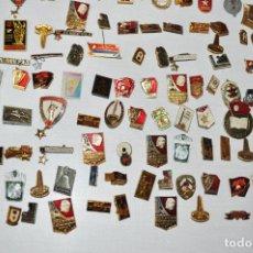 Militaria: LOTE 100 INSIGNIAS SOVIETICAS DE DIFERENTES TEMATICAS .LENIN .MILITARIA .ETC.URSS. Lote 141317102