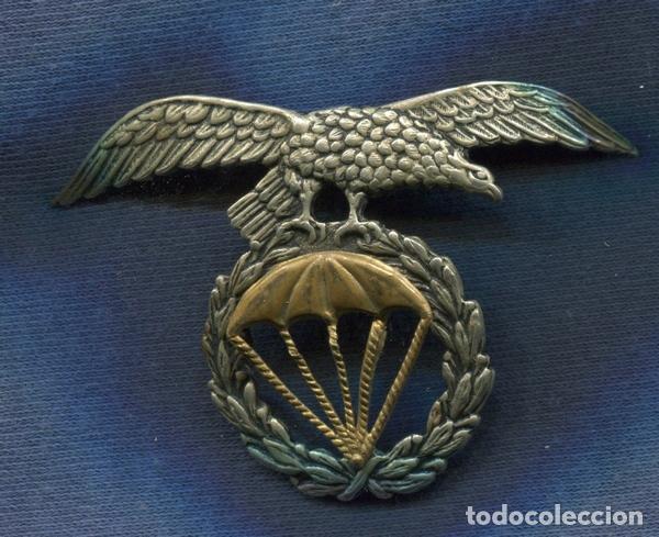 INSIGNIA DE LA BOINA DE LA BRIGADA PARACAIDISTA. AÑOS 70. (Militar - Insignias Militares Españolas y Pins)