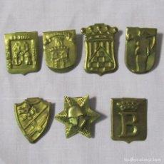 Militaria: 7 INSIGNIAS MILITARES, HERÁLDICAS. LATÓN FINO. Lote 142609110
