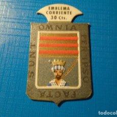 Militaria: EMBLEMA AUXILIO SOCIAL SERIE B NUMERO 7. . Lote 142664998
