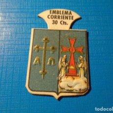 Militaria: EMBLEMA AUXILIO SOCIAL SERIE B NUMERO 8. . Lote 142665290