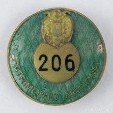 Militaria: NTIGUA MEDALLA O INSIGNIA DE PATRIMONIO NACIONAL, EPOCA DE FRANCO, NUMERADA CON EL 206, MIDE DE DIAM. Lote 143593142