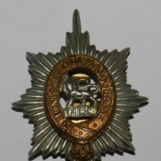 Militaria: INSIGNIA DE GORRA HONI SOIT QUI MALY PENSE CAP BADGE, METAL CAP - BERET BADGE MADE IN THE UK, MIDE . Lote 144335054