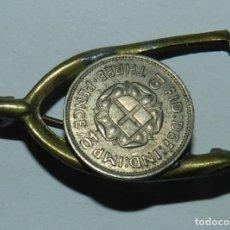 Militaria: INSIGNIA CON THREE PENCE, REVERSO CON ALFILER, MIDE 3,2 CMS.. Lote 144451990