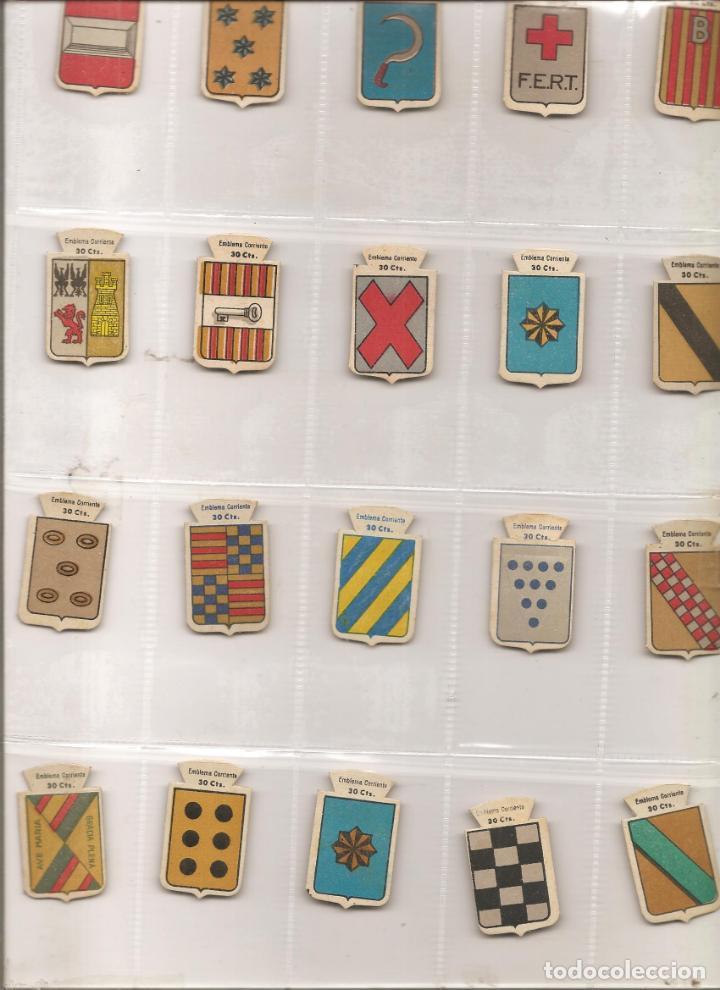 LOTE 20 EMBLEMAS DE AUXILIO SOCIAL-EMBLEMA CORRIENTE, SERIE B, DIFERENTES, VER FOTO Y DESCRIPCIÓN (Militar - Insignias Militares Españolas y Pins)