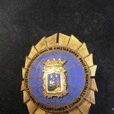 Militaria: RARA INSIGNIA POLICÍA SANTANDER 1973. Lote 144752818