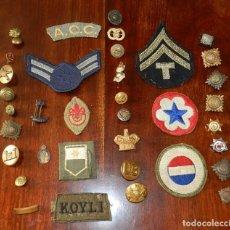 Militaria: LOTE DE INSIGNIAS DE POLICÍA BRITÁNICOS, PARCHES BOY SCOUTS, BOTONES U.S. - TODO LO QUE SE VE EN LAS. Lote 144843842