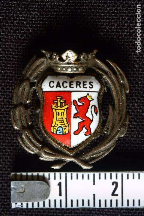 Militaria: CACERES ANTIGUA INSIGNIA ESMALTADA DE SOLAPA - Foto 3 - 145001910