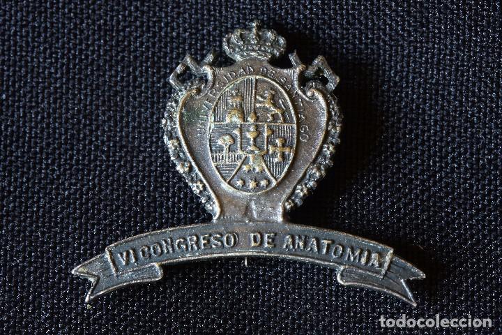 INSIGNIA ALFILER-UNIVERSIDAD DE SANTIAGO-VI CONGRESO DE ANATOMIA (Militar - Insignias Militares Españolas y Pins)