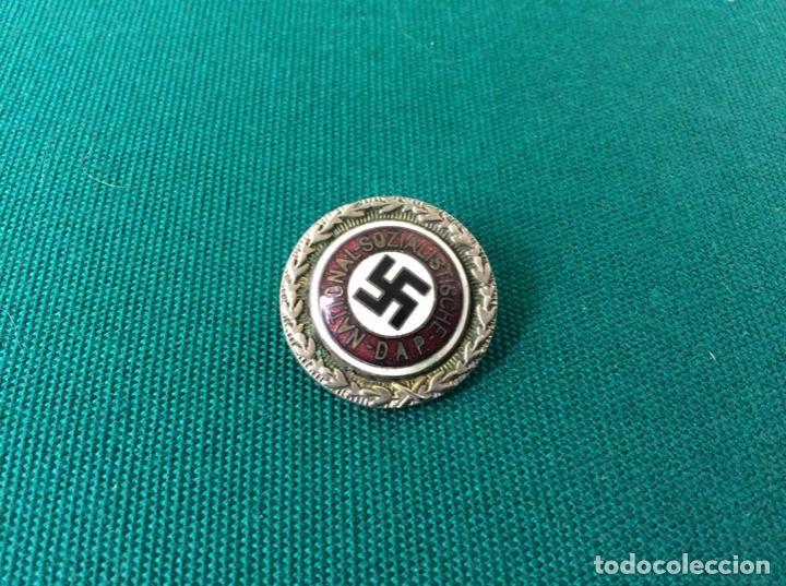 N.S.D.A.P. PEQUEÑA , NUMERADA . (Militar - Insignias Militares Extranjeras y Pins)