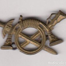 Militaria: ANTIGUA INSIGNIA- ALFILER MILITAR INFANTERIA - ÉPOCA FRANCO . Lote 147862102