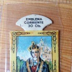 Militaria: AUXILIO SOCIAL EMBLEMA CORRIENTE 30 CENTS SERIE H Nº 7 ALCALDESA DE ZAMARRAMALA. Lote 150177642