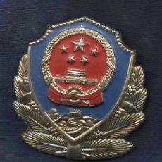 Militaria: REPÚBLICA POPULAR DE LA CHINA. INSIGNIA DE GORRA DE LA POLICÍA. Lote 194273183