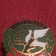 Militaria: EMBLEMA HEROES CAIDOS PLAYA GIRON CUBA. Lote 150341248