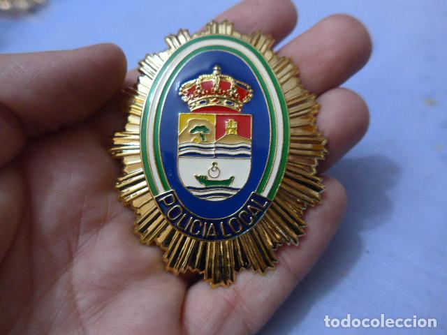 * PLACA DE POLICIA DE RINCON DE LA VICTORIA, VERSION RAFAGA DORADA, ANDALUCIA, ORIGINAL. ZX (Militar - Insignias Militares Españolas y Pins)