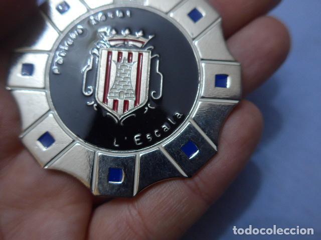 Militaria: * Placa de policia de l'Escala, version plateada, catalunya, original. Escala. ZX - Foto 2 - 151402742