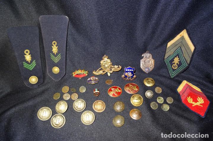 Militaria: Lote militar de 37 piezas: insignias, emblemas, parches, botones de España,Inglaterra,Francia, EE.UU - Foto 2 - 154139354
