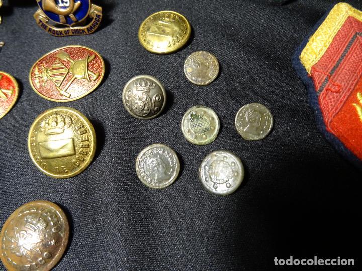 Militaria: Lote militar de 37 piezas: insignias, emblemas, parches, botones de España,Inglaterra,Francia, EE.UU - Foto 5 - 154139354