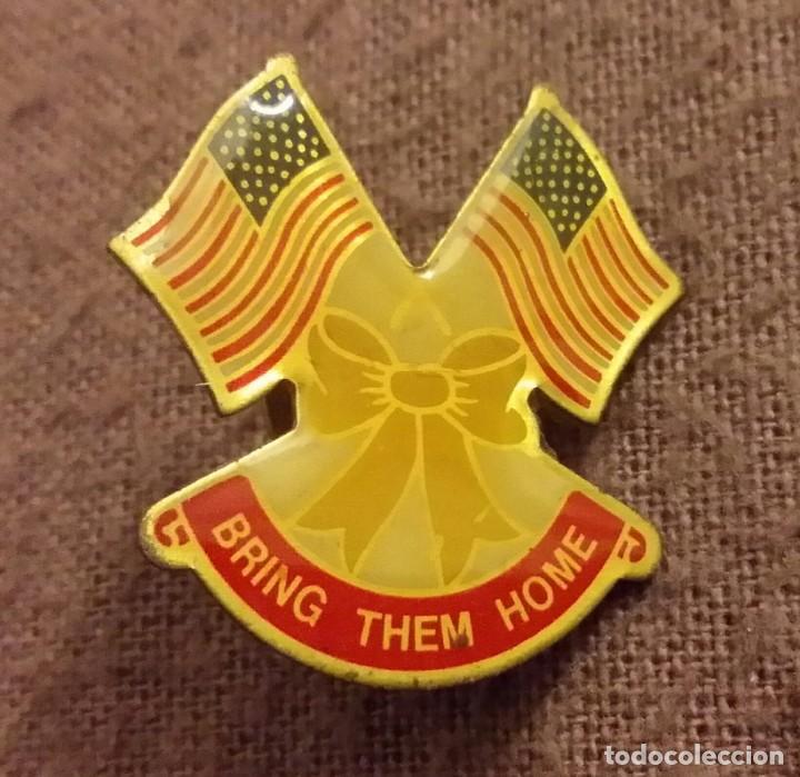 INSIGNIA MILITAR. PIN. BRING THEM HOME. 1991 GUERRA DEL GOLFO PÉRSICO. TORMENTA DEL DESIERTO. U.S.A. (Militar - Insignias Militares Extranjeras y Pins)