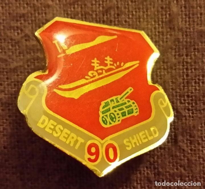 INSIGNIA MILITAR. PIN DESERT SHIELD. 1990 GUERRA GOLFO PÉRSICO TORMENTA D DESIERTO. ARMY, NAVY, AIR (Militar - Insignias Militares Extranjeras y Pins)