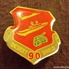 Militaria: INSIGNIA MILITAR. PIN DESERT SHIELD. 1990 GUERRA GOLFO PÉRSICO TORMENTA D DESIERTO. ARMY, NAVY, AIR . Lote 154522374