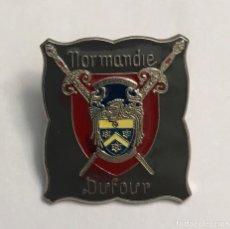 Militaria: PIN NORMANDIA ESCUDO DE ARMAS. Lote 156536886