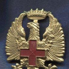 Militaria: INSIGNIA DE GORRA DE LA CRUZ ROJA ESPAÑOLA. ÉPOCA DE FRANCO.. Lote 156840022