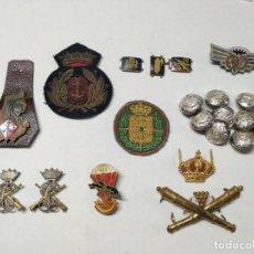 Militaria: GRAN LOTE (3) DE INSIGNIAS DISTINTIVOS LA LEGIÓN SAHARA Y PARACAIDISTAS , GALLETA DE SANIDAD Y MÁS. Lote 157743578