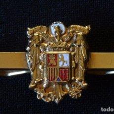 Militaria: AGUILA SAN JUAN-PASADOR CORBATA DORADO Y ESMALTADO. Lote 157798422